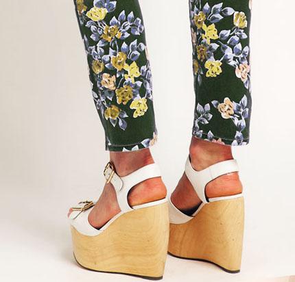 zapatos cuña flores