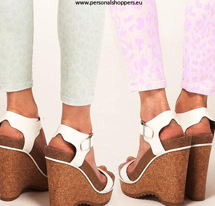 zapatos cuña abiertos