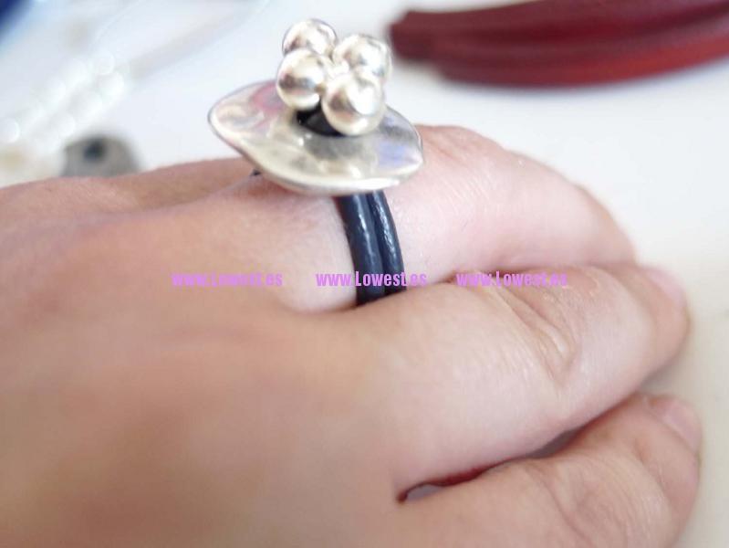 anillo plata bolas y cuero