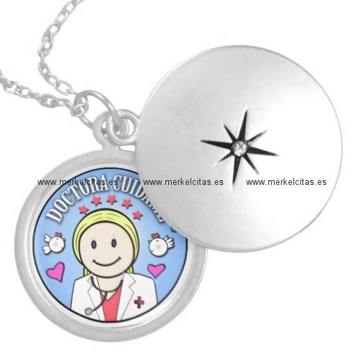 regalos para doctora rubia y celeste cuidame collar redondo retrocharms