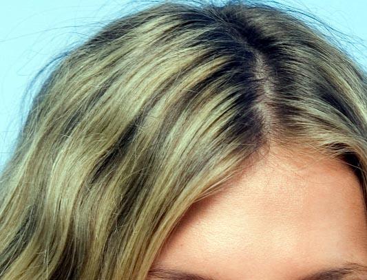 El coñac y los aceites para los cabellos