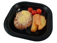 Hamburguesa con patatas y cherrys