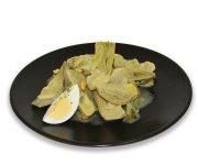 Alcachofas guisadas con guisantes y huevo duro