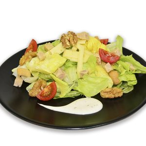 Ensalada con pollo al curry y salsa de yogur