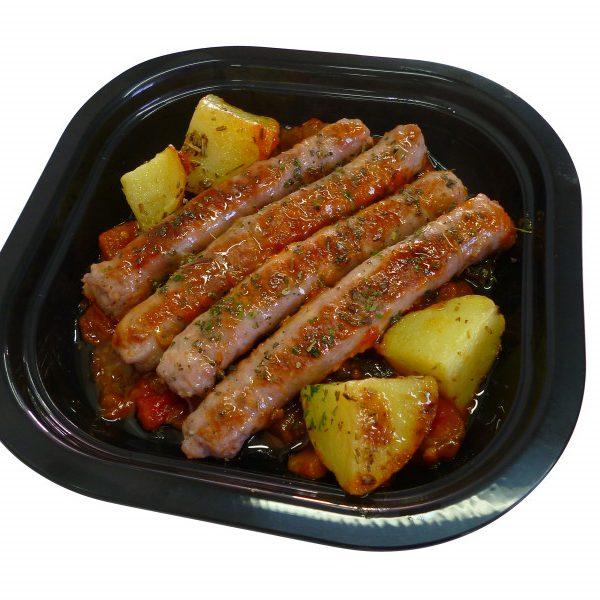 Salchichas de cerdo con pisto y patatas
