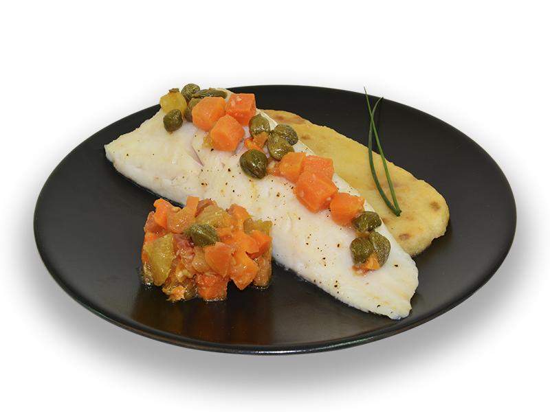 Merluza con verduras y alcaparras