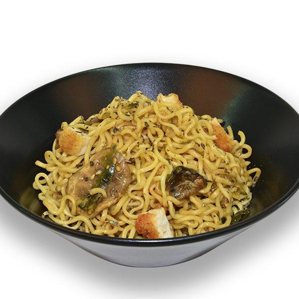 Noodles con pollo empanado