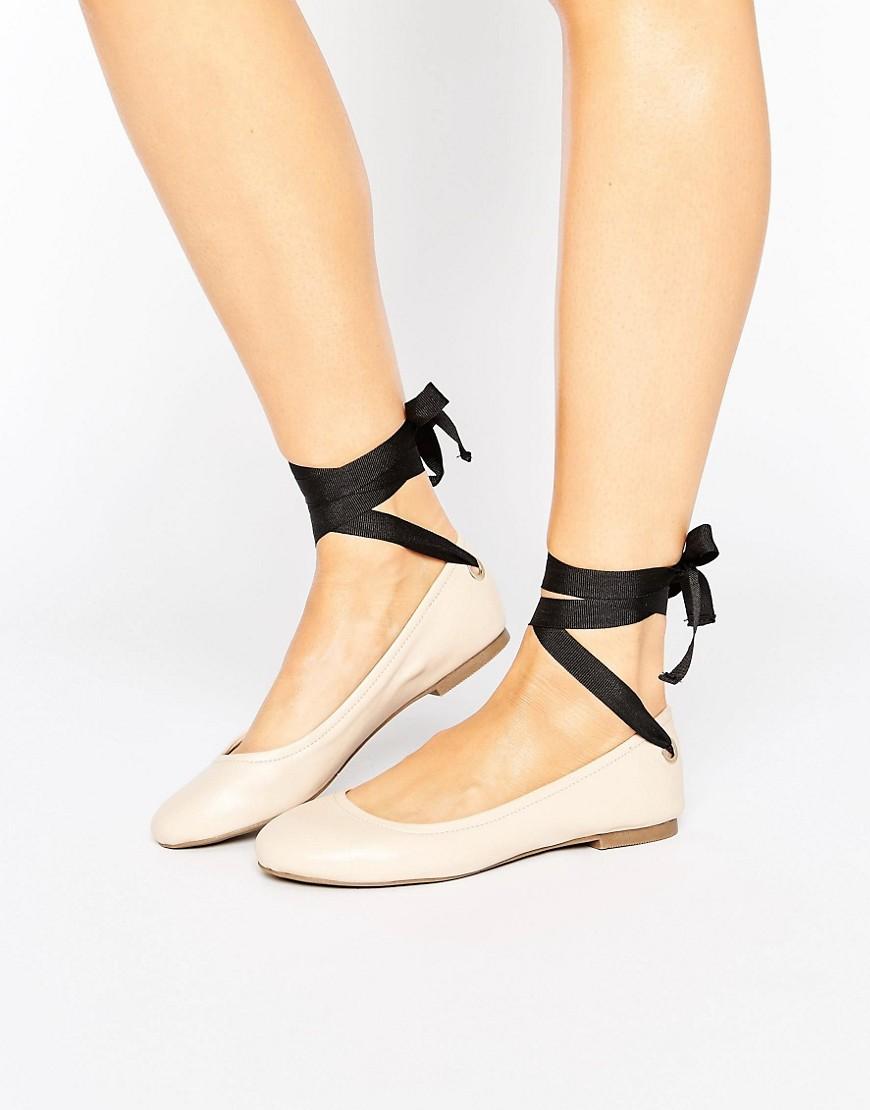 Bailarinas planas con lazo anudado en contraste de Miss Selfridge
