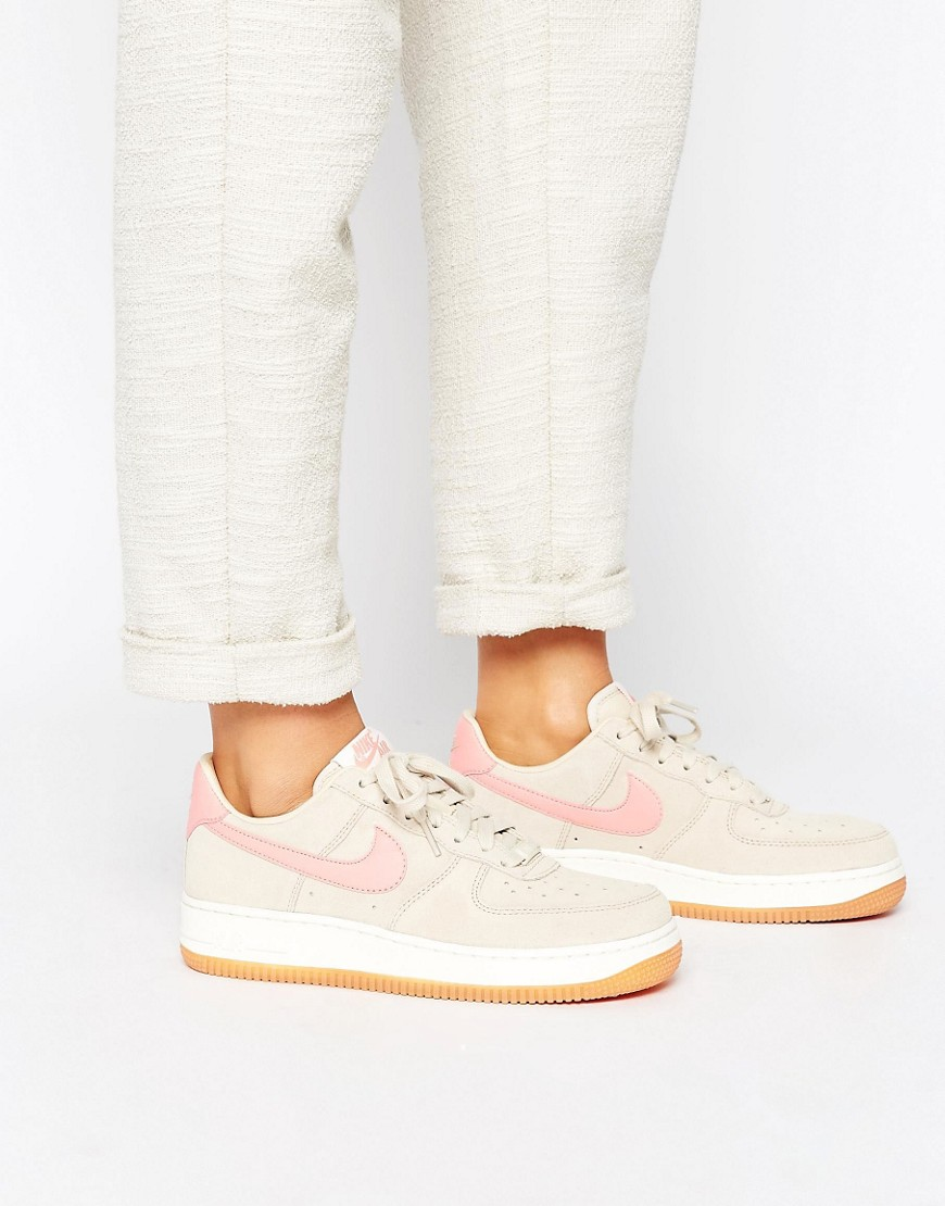 Zapatillas de deporte en beis y rosa Air Force 1 '07 de Nike