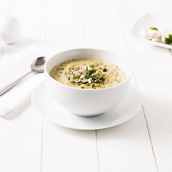 Sopa con fideos, jamon y hongos