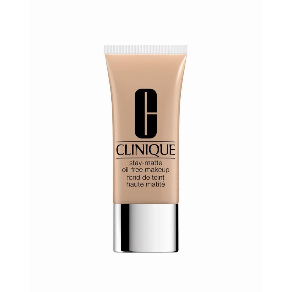 Clinique Stay-Matte Oil-Free Makeup Golden
