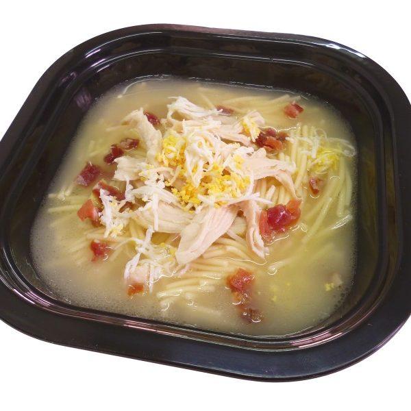 Sopa de pollo con fideos jamon y huevo duro