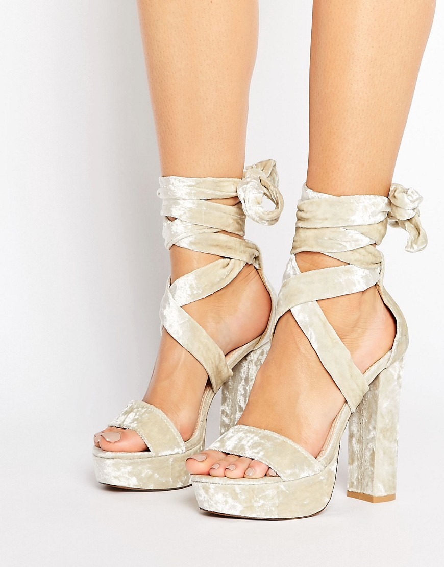 Sandalias de tacon con plataforma en terciopelo agrietado con cordones Adrina de Public Desire