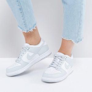 Zapatillas de deporte bajas en gris y blanco Dusk de Nike