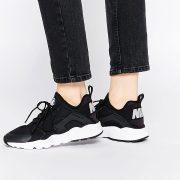 Zapatillas de deporte en blanco y negro Air Huarache Ultra de Nike