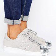 Zapatillas de deporte en gris metalizado con puntera plateada Superstar de adidas Originals