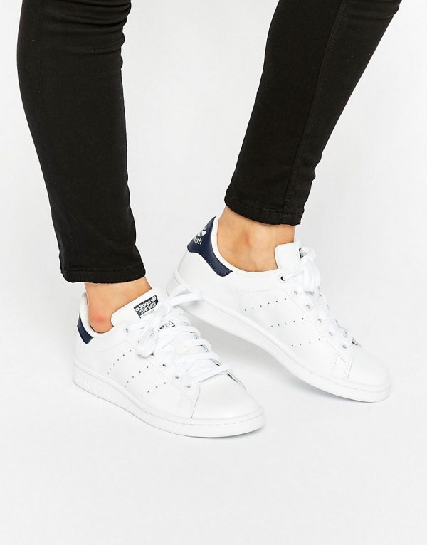 Zapatillas de deporte unisex en blanco y azul marino Stan Smith de adidas Originals