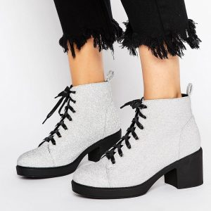 Botas con cordones en tejido de purpurina de Truffle Collection