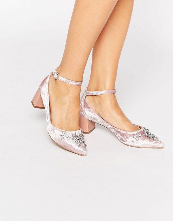 Zapatos de tacon medio con puntera en punta y tira en el tobillo de terciopelo con adornos Grand de Carvela