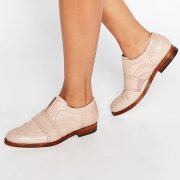 Zapatos Oxford sin cierres de cuero en color blush Maddie de Hudson London